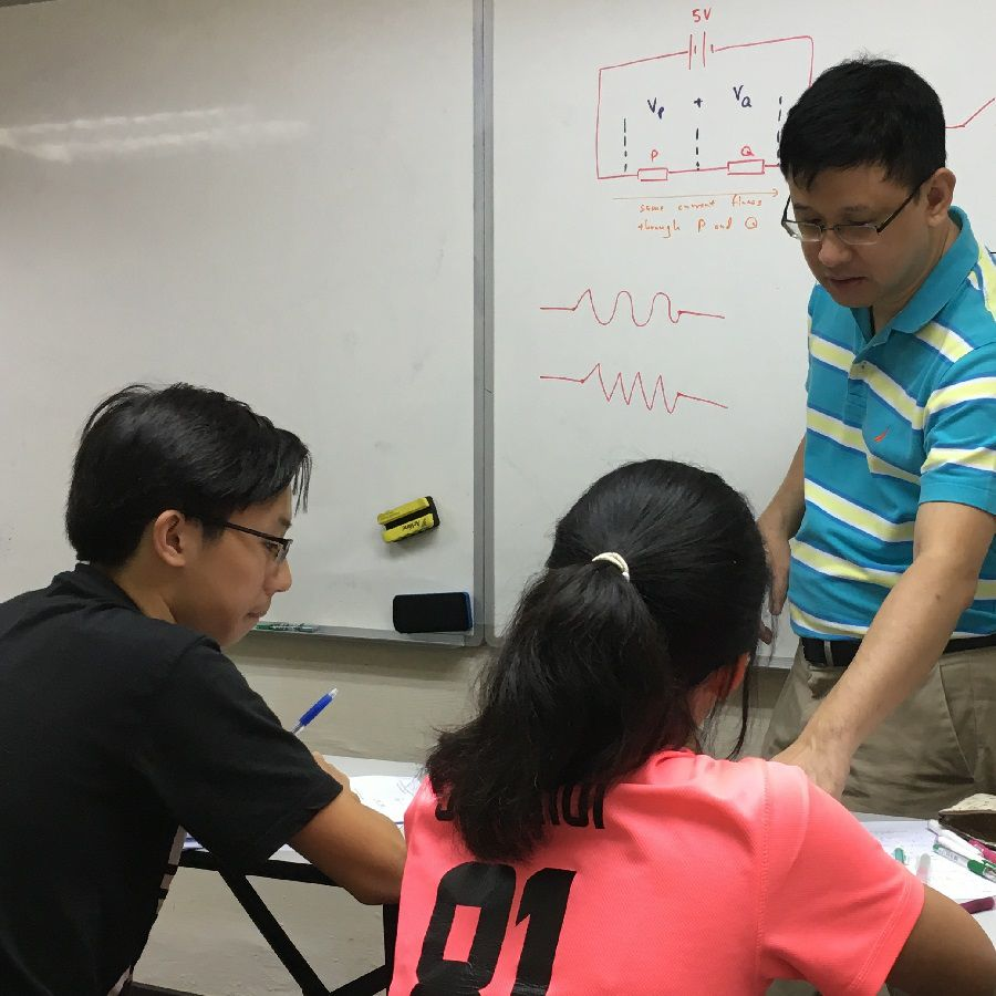 Physics tutor guiding students in understanding Physics concept